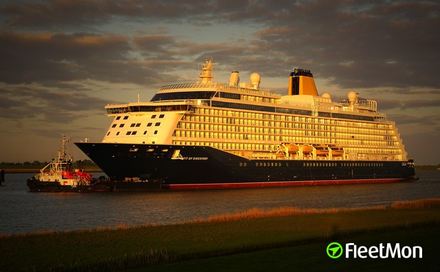 Cruise ship collision after delivery ceremony, Emden