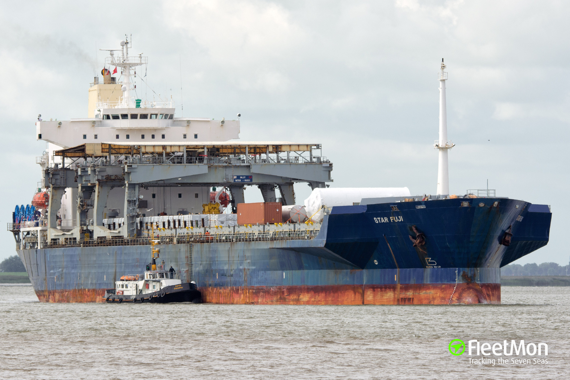 General cargo vessel Star Fuji suffered engine failure on Weser