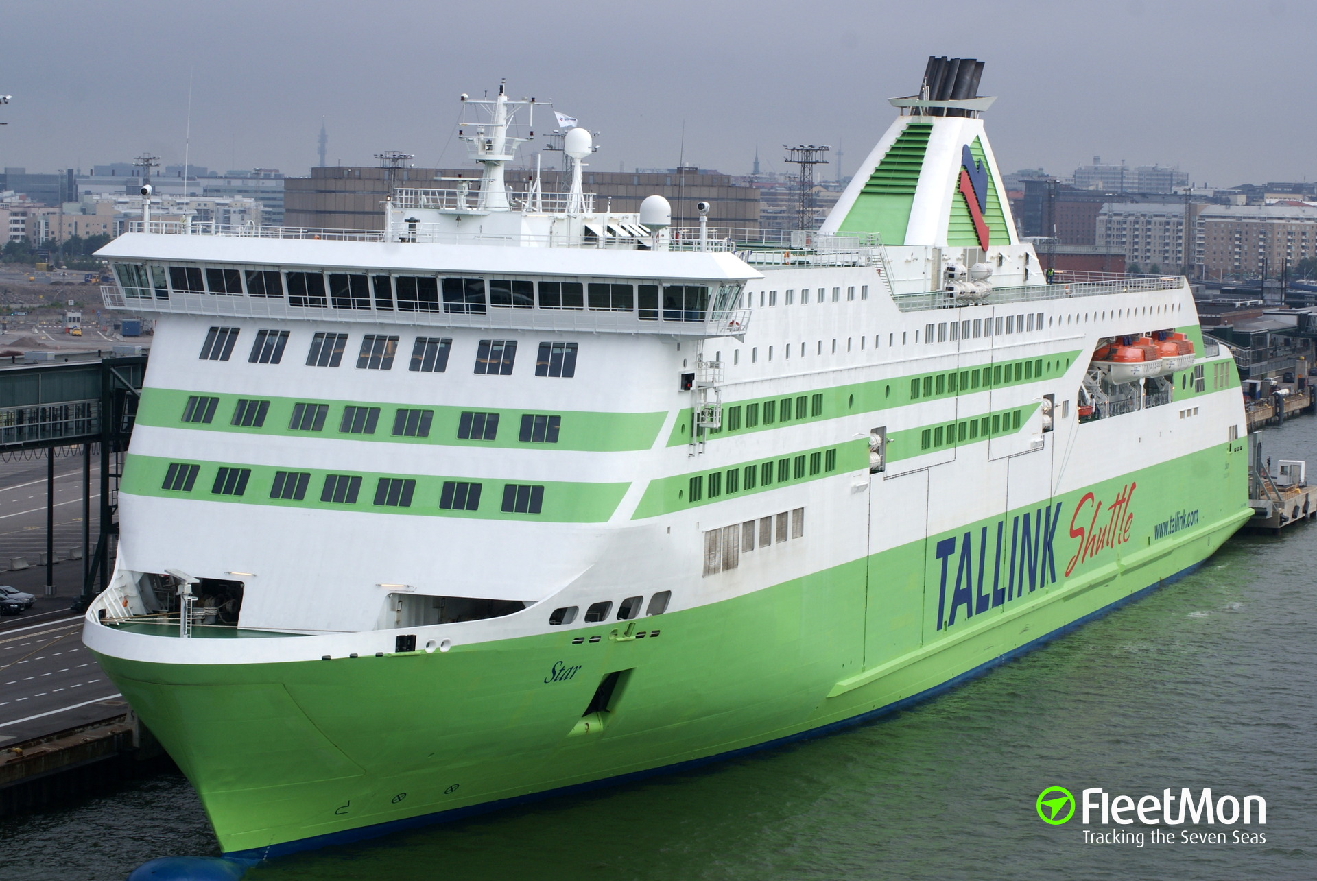 6 trucks damaged after ramp of Tallink's Star collapsed