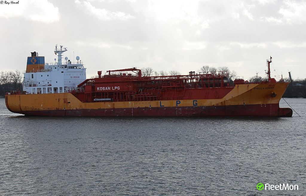 LPG tanker STELLA KOSAN avoided collision with bridge at the last minute, Rotterdam