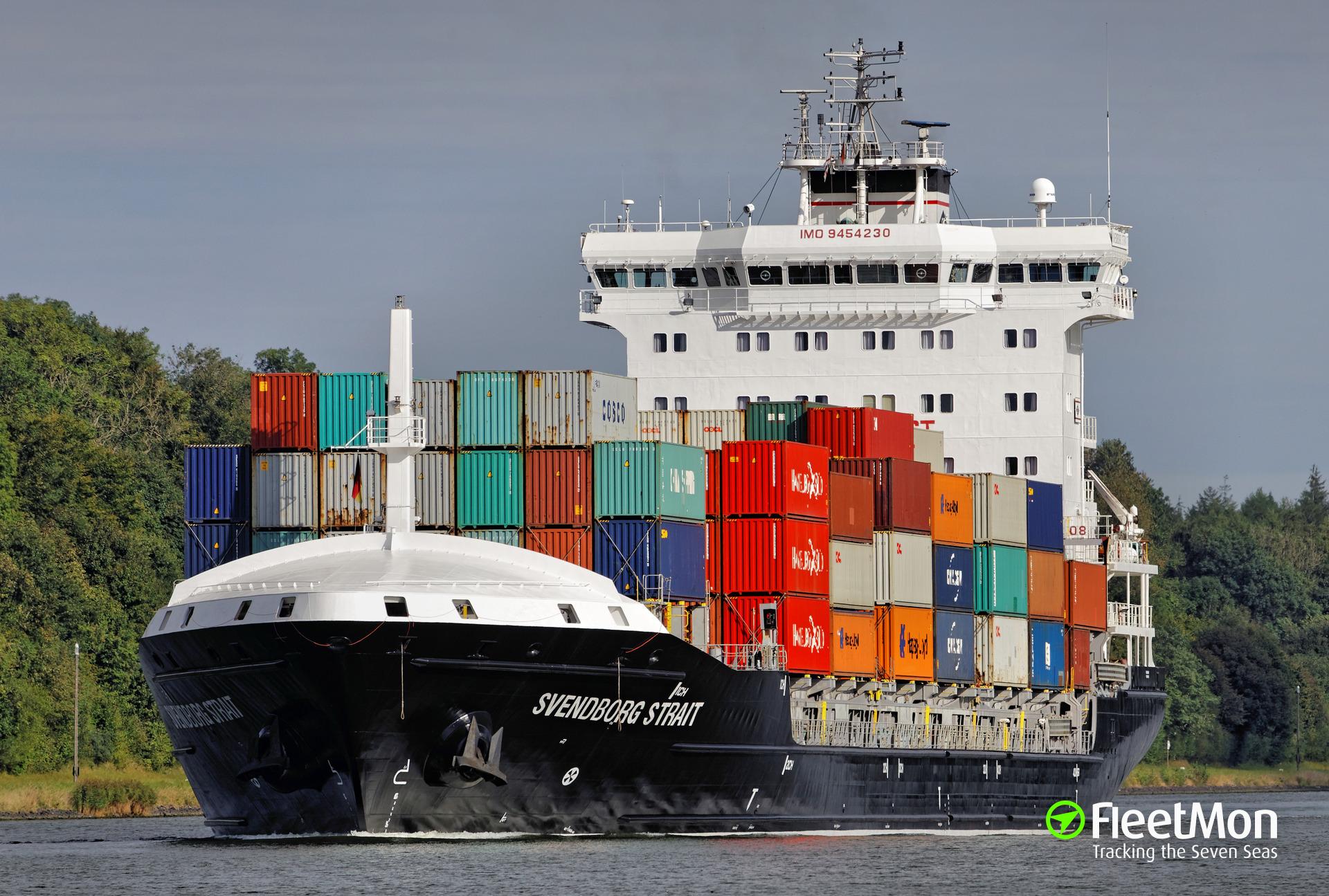 Boxship Svendborg Strait towed to Cherbourg