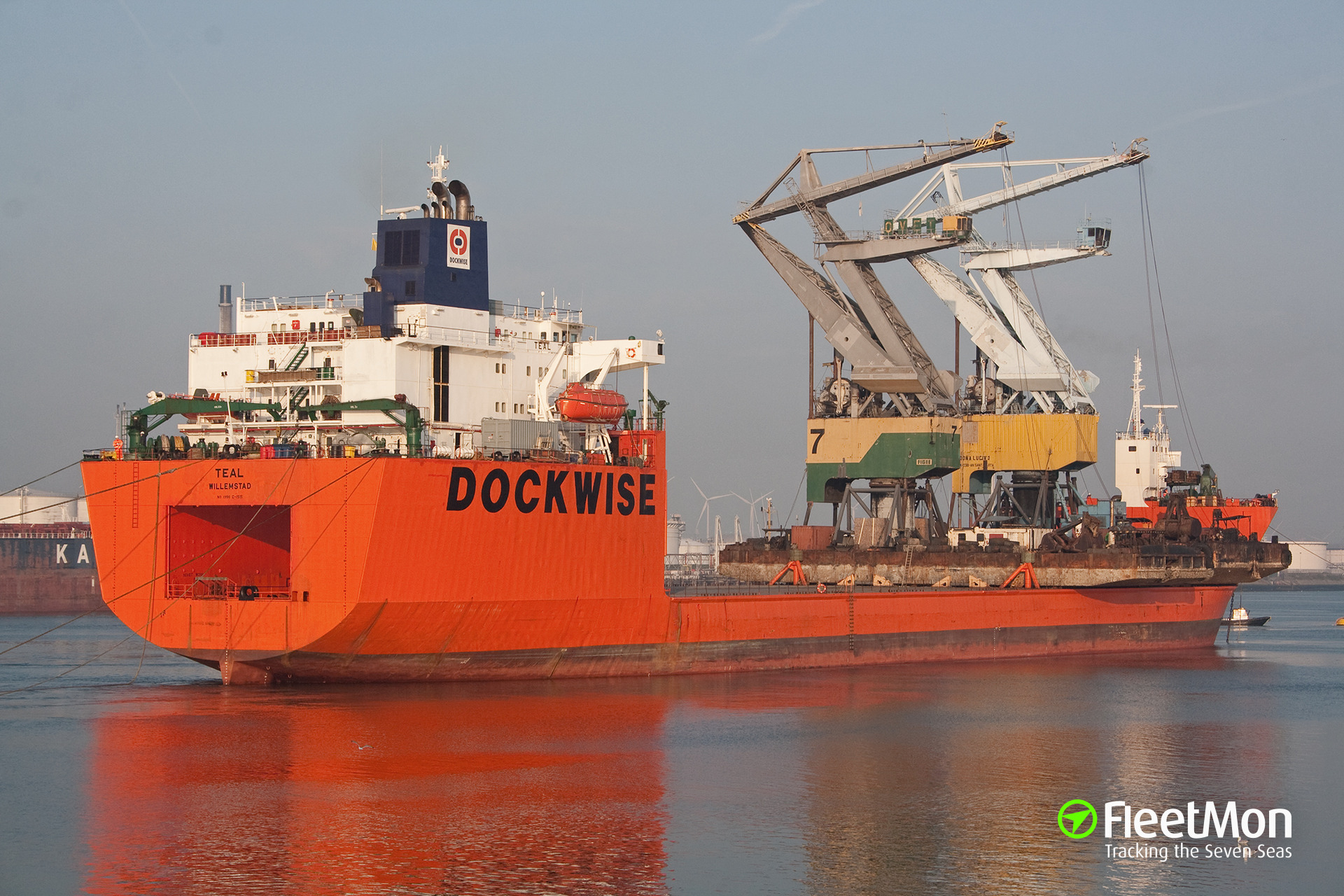 Pirates attacked heavy lift ship TEAL