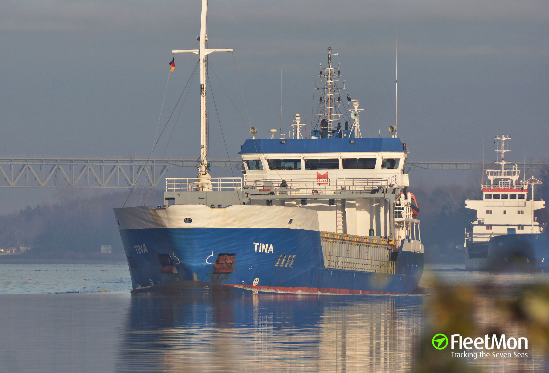 Freighter Tina towed to Papenburg after engine failure