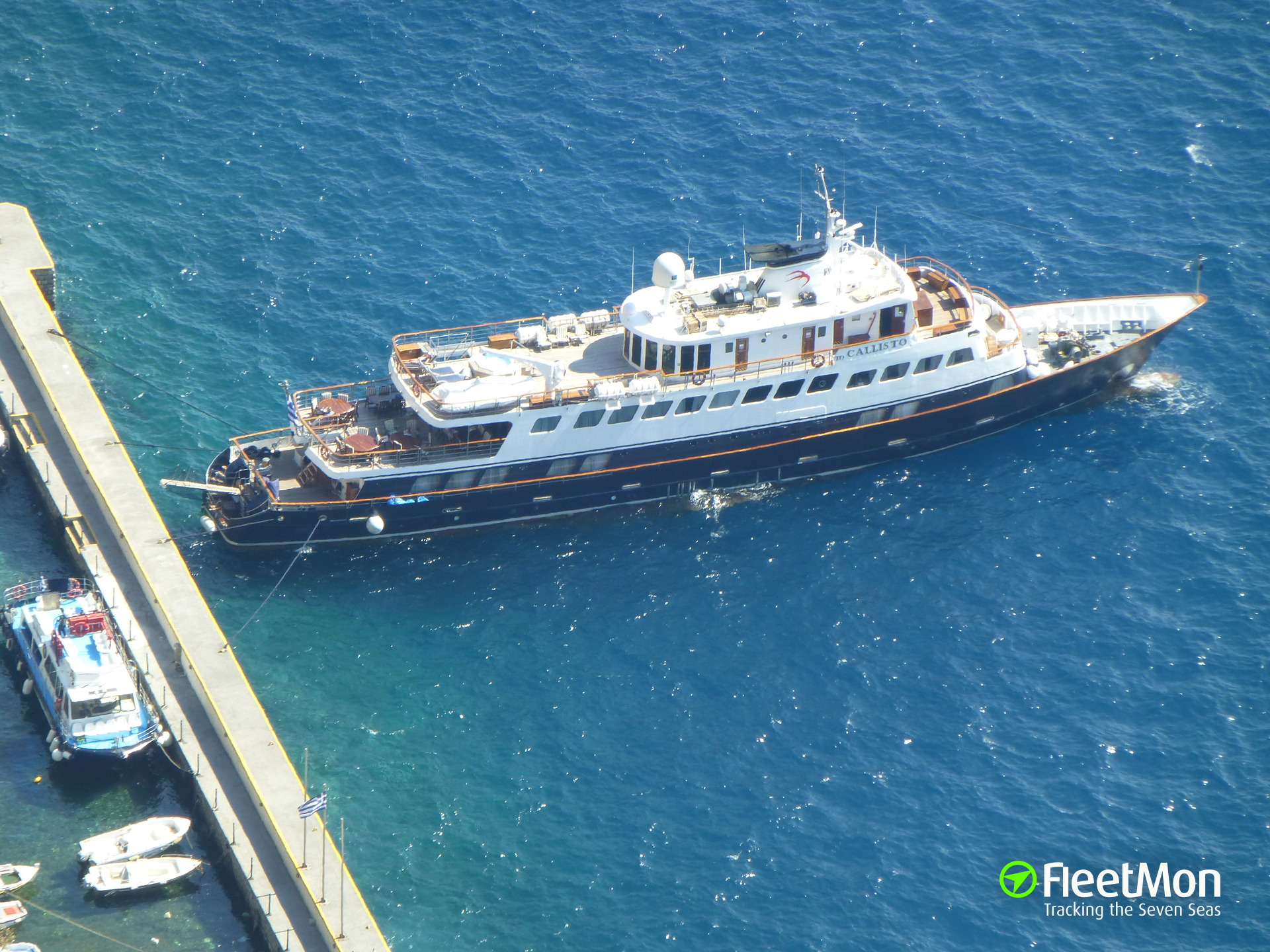 Passenger vessel TOCALLISTO allided with pleasure boats