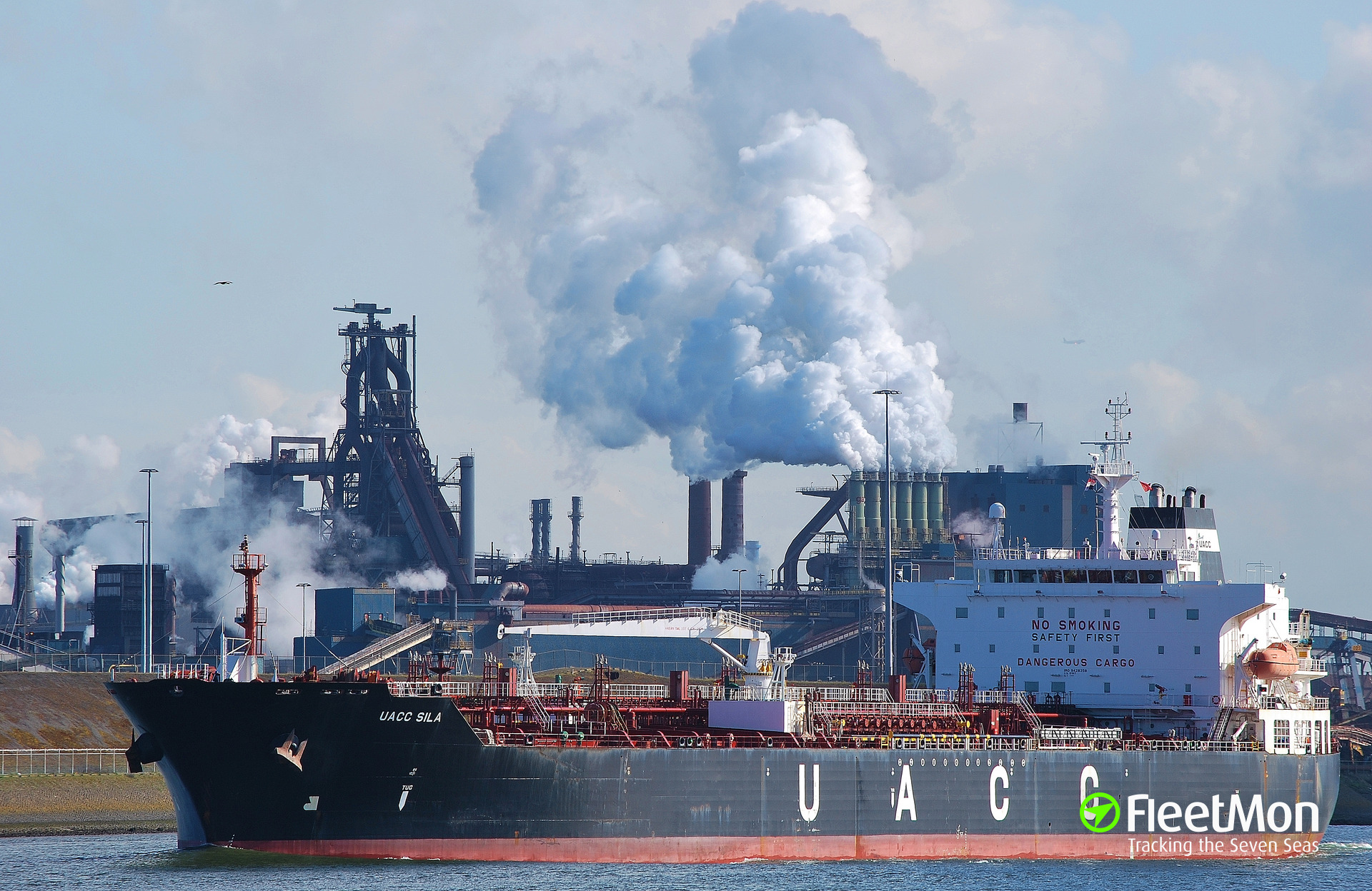 ​  Tanker UACC SILA disabled approaching Istanbul