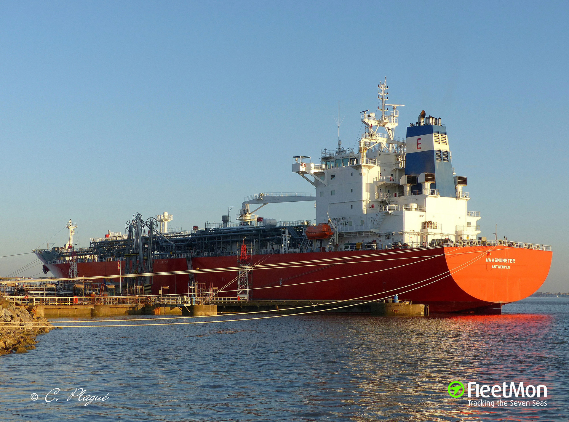 LPG tanker WAASMUNSTER breached in collision with fv GROS LOULOU, Le Havre
