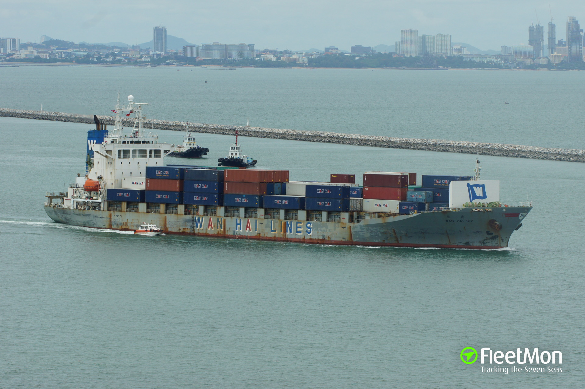Taiwanese boxship Wan Hai 162 collided with 2 fishing boats, 1 dead 1 missing, Japan