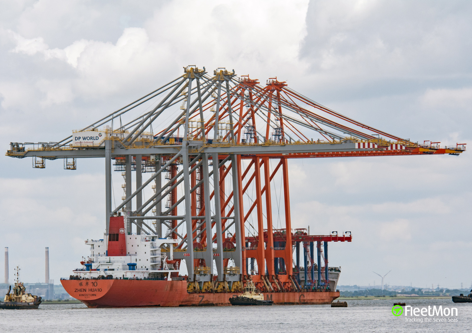 Chinese heavy lift vessel Zhen Hua 10 seized by dockers, Santos